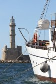 Chania port with boat and venetian lighthouse. Crete — Stockfoto