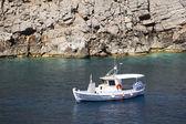 Boat in Sostis Bay. Cretan beach. Mediterranean sea. Greece — Foto Stock