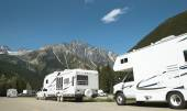 Motor homes in canadian rockies. British Columbia. Canada — Stock Photo