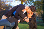 Man kissing passionatly his wife in park — Stock Photo