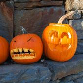Two Halloween pumpkins — Stock Photo