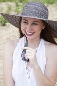 Attractive Female in Hat on the Beach — Stock Photo