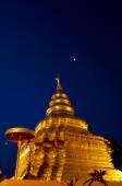 šrí jom tanga zlatá pagoda v noci — Stock fotografie