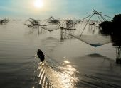 Fisherman Boat and Square Fish Net in Morning Sunrise at Songkla — Stock Photo