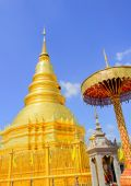 Golden Pagoda and blue Sky — Stock Photo