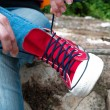 Постер, плакат: Tie shoelaces on sneakers