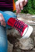 Tie shoelaces on sneakers — Stock Photo