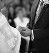 Hands of bride and bridegroom in wedding marriage ceremony — Stock Photo