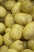 Potatoes vegetables in supermarket grocers — Stock Photo