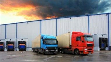 Trucks in the warehouse — Vídeo de stock