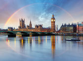 London with rainbow - Houses of parliament - Big ben. — Stock Photo