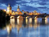 Prague bridge at night — 图库照片