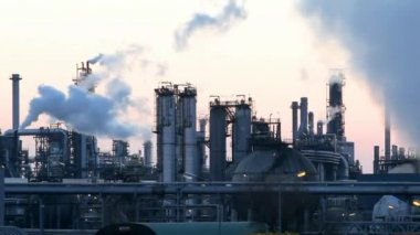 Petrochemical plant, Oil refiery motion video — Stock Video