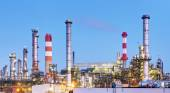 Oil refinery industry plant along twilight morning — Stock Photo