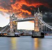 Tower bridge at red sunset — Stock Photo
