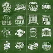 добро пожаловать обратно в школу типографская фон на доске с элементами школы значок — Стоковое фото