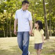 Asian father and daughter takes a walk in park — Стоковое фото #73817289