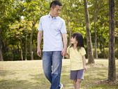 Asian father and daughter takes a walk in park — Stock Photo