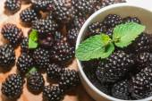 Blackberries with mint — ストック写真