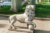Statue of lion  in Gulhane Park, Istanbul — Stock Photo