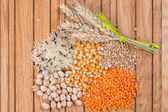 Tahıl buğday kulaklı ahşap tablo. — Stok fotoğraf