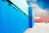 Stack av lastcontainrar i hamnen — Stockfoto