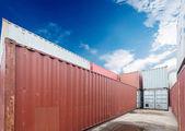 貨物コンテナー、ドックでのスタック — ストック写真
