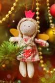 Handgemaakte kerstmis engel op fir-boom — Stockfoto