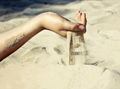 Sand is pouring through his fingers — Stock Photo