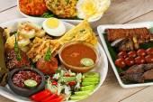 Pecel madiun, Indonesian vegetable salad — Stock Photo