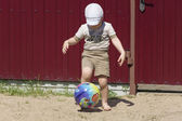 Boy and the ball — Stock Photo