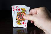 Man holding cards in hand. — Стоковое фото