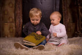 Children on a fluffy carpet with book — Foto Stock