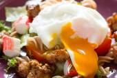 Salad with chicken and poached egg — Stock Photo