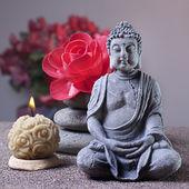 Steine-Turm und Kerze, buddha — Stockfoto