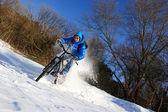 Bicyclist winter — Stockfoto