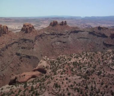 Rock desert buttes and sage desert — Stock Video