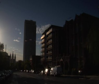 Apartments and Traffic by Mormon Temple — Stock Video