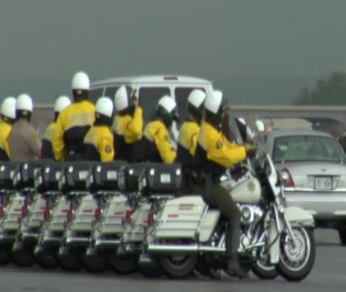 Defense escort lines up to Presidential limo — Stock Video