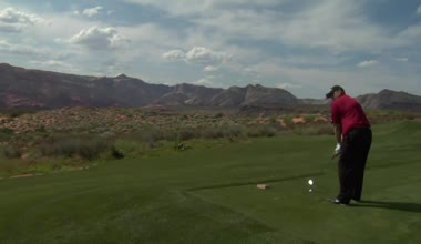 Man tees on golf course — Stock Video