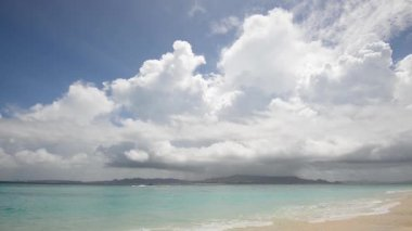 Linda praia no verão — Vídeo stock