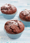 Freshly baked homemade chocolate muffins with powdered sugar and — Stock Photo