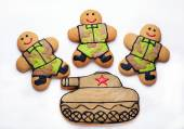 Three Homemade Gingerbread men in protective khaki uniforms and  — Stock Photo