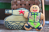Homemade Gingerbread man in protective khaki uniforms and the ta — Stock Photo