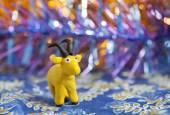 粘土の世界 - 黒角と自家製黄色ヤギ — ストック写真
