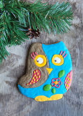 Christmas homemade gingerbread cookie in the form of an owl on a — Zdjęcie stockowe
