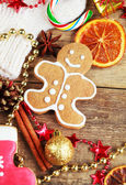 Homemade christmas painted gingerbreads (gingerbread man and red — Stock Photo