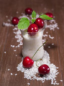 Rice pudding with cherries and lemon balm — Stock Photo
