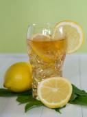 Iced tea with lemon — Stock Photo