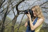 Spring in the park girl photographer. — Stock Photo